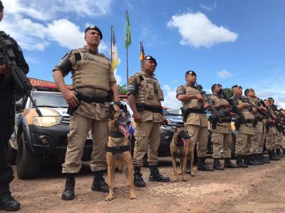 Policiais da Força Tática com cães_400.jpg
