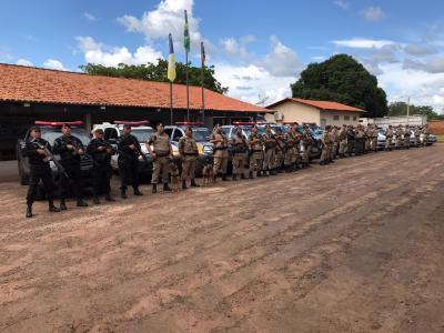 Todas as equipes postadas no pátio do Batalhão_400.jpg