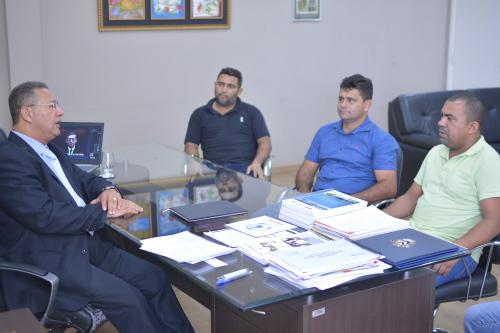 Secretário  com o prefeito de Tabocão durante visita ao gabinete