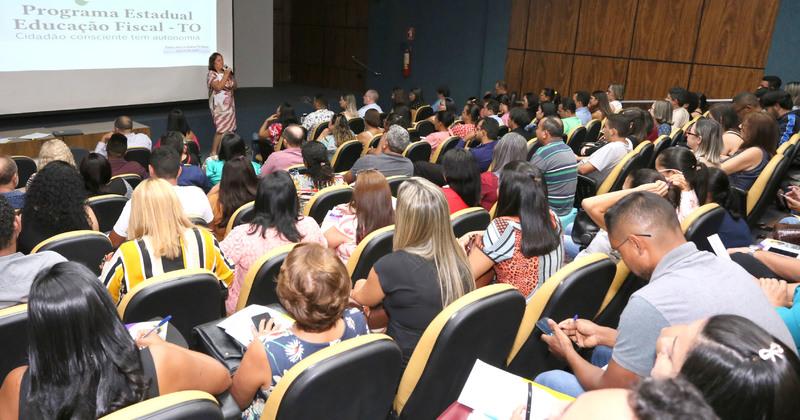 Palestra sobre Educação Fiscal na reunião com dirigentes municipais de educação