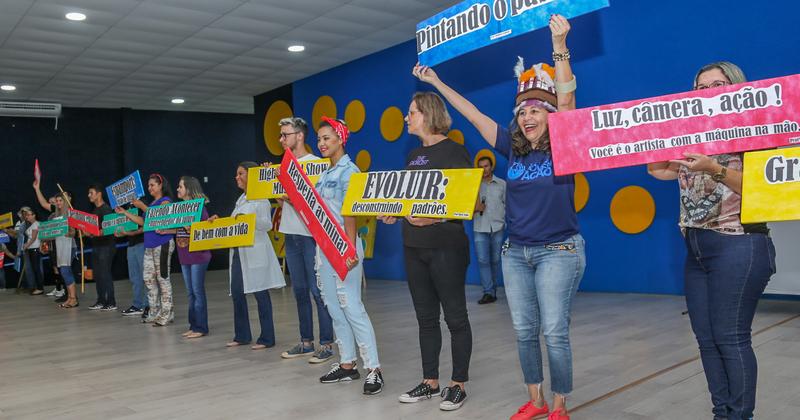 Professores da Escola Estadual Professora Elizângela Glória Cardoso apresentam disciplinas eletivas