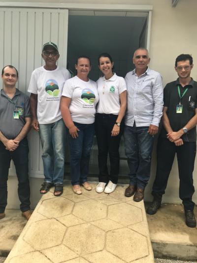 Equipe da Seagro e proprietários da Agroindústria na inauguração do estabelecimento