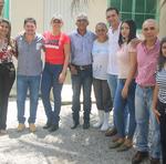 População e convidados com os proprietários da agroindústria