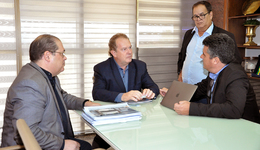 O governador Mauro Carlesse, recebeu na tarde desta quinta-feira, 27, o projeto do Parque Tecnológico do Tocantins, que deverá ser implantado em Palmas