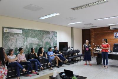 Mulheres da empresa são contempladas com uma tarde de beleza e recebem dicas de maquiagem