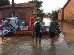 Chuva inundam as ruas de algumas cidades no extremo norte do Estado