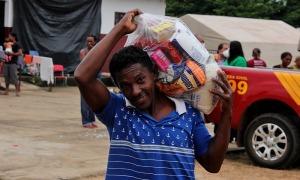 Morador do Bico do Papagaio comemora recebimento de alimentos