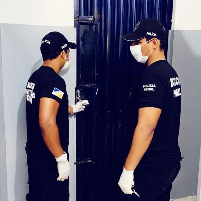 Celas de isolamento são higienizadas antes da chegada dos custodiados.