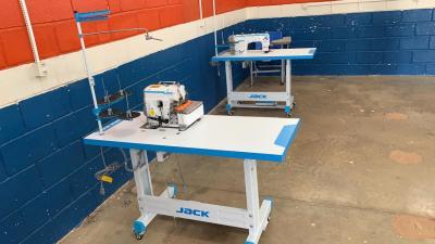 Unidade fabril de máscaras artesanais conta com 8 máquinas de costura