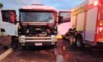 Caminhão teve a cabine parcialmente destruída pelo fogo