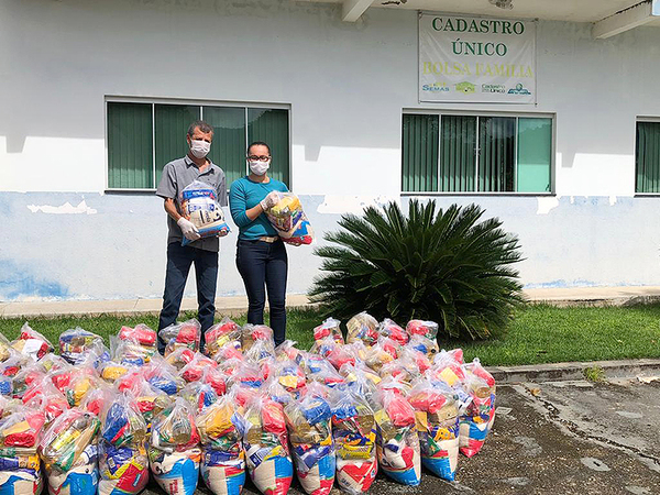Em Arraias, Governo do Estado entrega cestas básicas em virtude doisolamentoque visaevitar a disseminação dadoença Covid-19