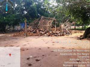Casa de adobo caiu pela infiltração em Aparecida do Rio Negro
