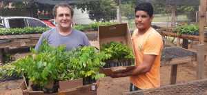 Produtor Sidney Santos recebeu 125 mudas de diversas espécies nativas