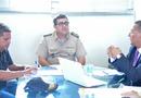 Empresário Aquiles Terbino, Chefe do Estado Maior da PM/TO, Coronel Márcio Antônio Barbosa de Mendonça, e o Secretário Tom Lyra, durante assinatura do documento