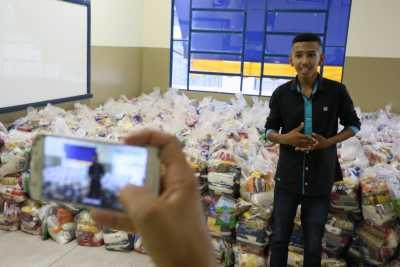 O estudante David Milhomem afirmou que os kits são um importante auxílio para ele e seus colegas