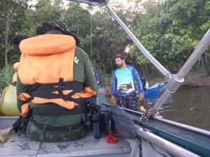 As equipes também realizaram orientações sobre a pesca regulamentada aos pescadores abordados