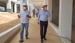 Pela segunda vez, o governador Mauro Carlesse esteve vistoriando as obras do Hospital Geral de Gurupi