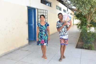 Dona Palmira Rodrigues de Almeida retirou o kit do neto Frederico Joaquim e frisou que os kits são importantes para garantir alimentação de muitos estudantes
