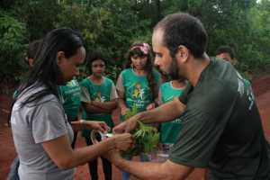 Execução do Programa Pátria Amada com os alunos da Escola Estadual Entre Rios