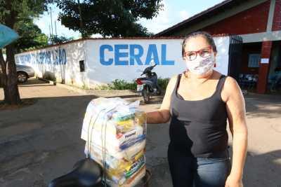 Cleonice já retirou os kits dos dois netos que estudam em Guaraí