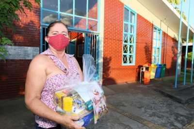 Para Raimunda do Espírito Santo Lima, a entrega dos kits é um gesto de solidariedade para atravessar a pandemia