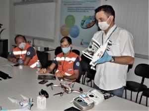 Técnico Galttierre Lustosa, da Energisa, e os militares do Corpo de Bombeiros  e Defesa Civil Estadual