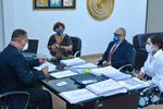 Secretário Tom Lyra assina Tare na presença dos representantes da empresa e da deputada Luana