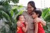 Patrícia Xavier, 3ª sargento do Corpo de Bombeiros Militar, com os filhos Davi e Miguel