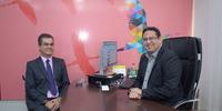 Presidente do Detran-TO, Cláudio Alex Vieira, em reunião com o secretário de Comunicação, Élcio Mendes