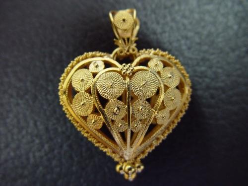 A técnica da filigrana usada em ouro e prata será agregada às biojoias de capim dourado
