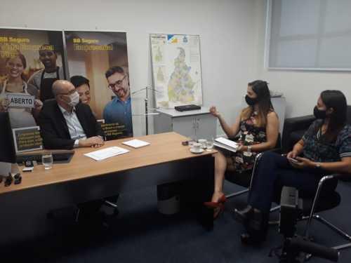 Diretora da Indústria, Comércio e Serviços, Geanny, com o superintendente comercial do Banco do Brasil, para tratar de linhas de crédito