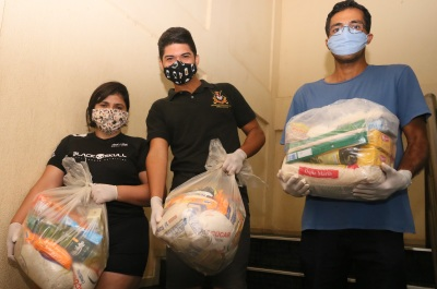 As cestas foram entregues na Casa do Estudante de Palmas pelo Governo do Estado