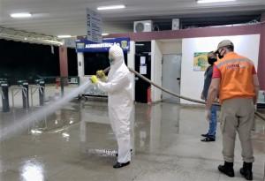 Bombeiros militares executam aplicação de produtos em ação de sanitização no interior do Tocantins