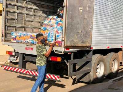 A segunda etapa da ação continua nesta terça-feira,19,  entregando 600 cestas para o município de Paraíso