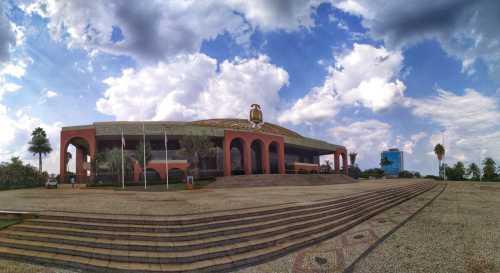 Cartão postal de Palmas, a Praça dos Girassois abriga o Palácio Araguaia