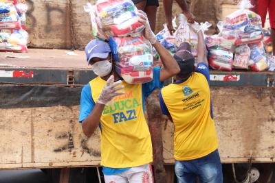 A segunda etapa de entrega de kits de alimentos para estudantes iniciou nesta quarta-feira