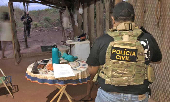 Policiais Civis cumprem mandados judiciais em assentamento de Nova Rosalândia