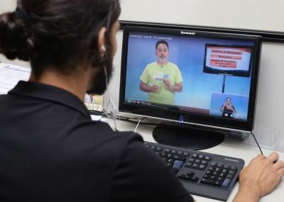 Entre as ferramentas de estudo ofertadas pela Seduc estão as videoaulas disponíveis no canal do YouTube: 'TOnoEnem'