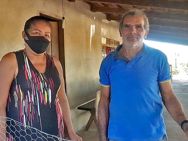 Maria de Jesus, 56 anos, e seu esposo Domingos Maracaípe, de 63 anos, são pequenos produtores do assentamento Coimbra