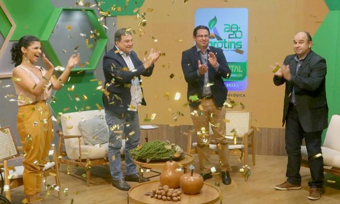 Equipe de apresentadores e secretários, César Halum e Élcio Mendes, visivelmente emocionados com o sucesso da Agrotins 2020 100% Digital