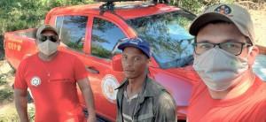 Pedro Serafim, com os bombeiros militares, ao ser encontrado na região de Juarina