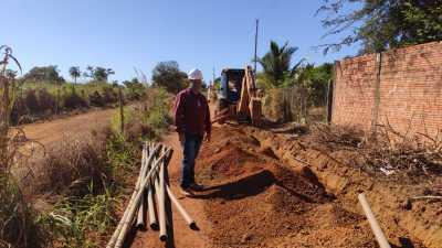 André Melo, engenheiro responsável pela localidade, vistoria início das obras
