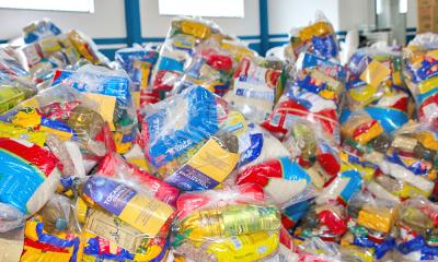 Os kits de alimentos serão entregues para as famílias dos estudantes das redes municipais