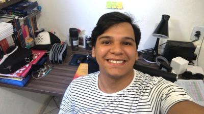 O professor de Química, Raphael Mendes, realizou a oficina sobre o uso do Google Classroom como ferramenta de ensino