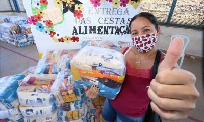 A cozinheira Maria Arlete Bezerra Costa comemorou a iniciativa do Governo do Estado em estender a entrega dos kits para a rede municipal