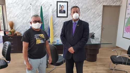 Secretário Tom Lyra ladeado pelo empresário Raimundinho da Canoeiros
