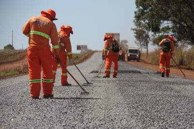 Rodovia está sendo reconstruída e ganhará pavimento reforçada para garantir o tráfego  de veículos de carga
