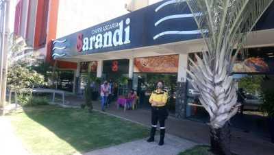 agente de fiscalização do Detran em Ação educativa contra o covid-19 em um restaurante da capital