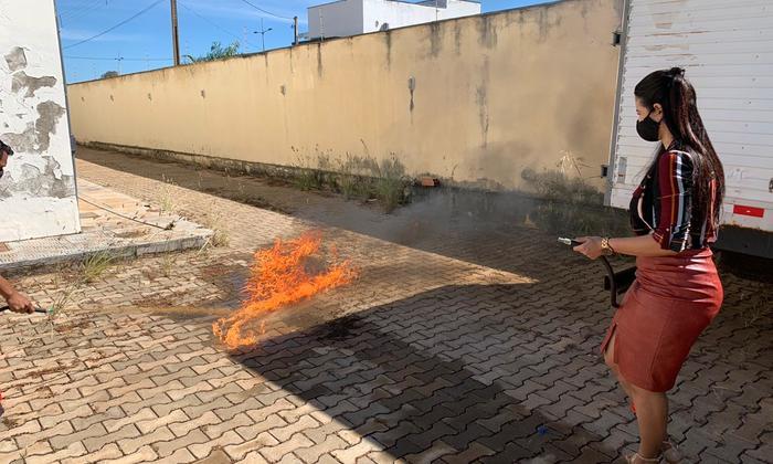 Capacitação teve aulas teóricas sobre manuseio de extintores de incêndio