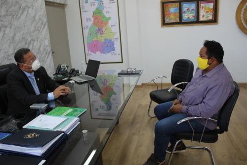 Secretário Tom Lyra e o consultor da Engegold, Ewerton Gomes de Carvalho